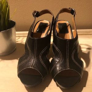 Immaculate Leather Artisian CLARKS Heels